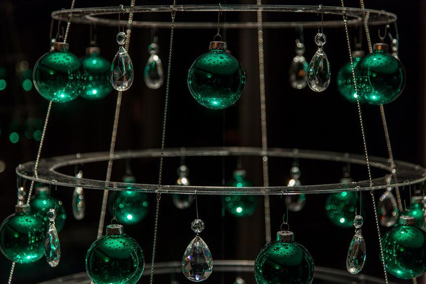 Clear Modern Christmas Tree Emerald Ornaments
